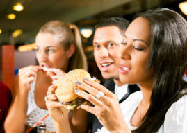 This Is Why You Tend to Order Unhealthy Food at Loud Restaurants