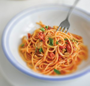 Linguine with tomato sauce and parsley